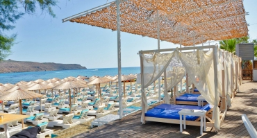 red_havana_crete_greece_chania_cosy_sunbeds